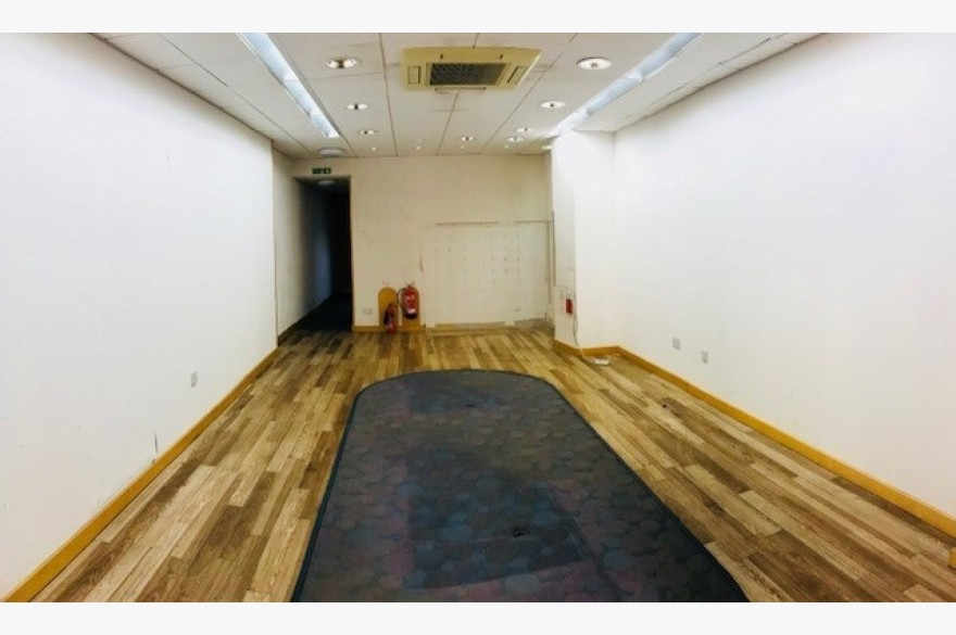 2 Bedroom Retail To Rent - Photograph 3