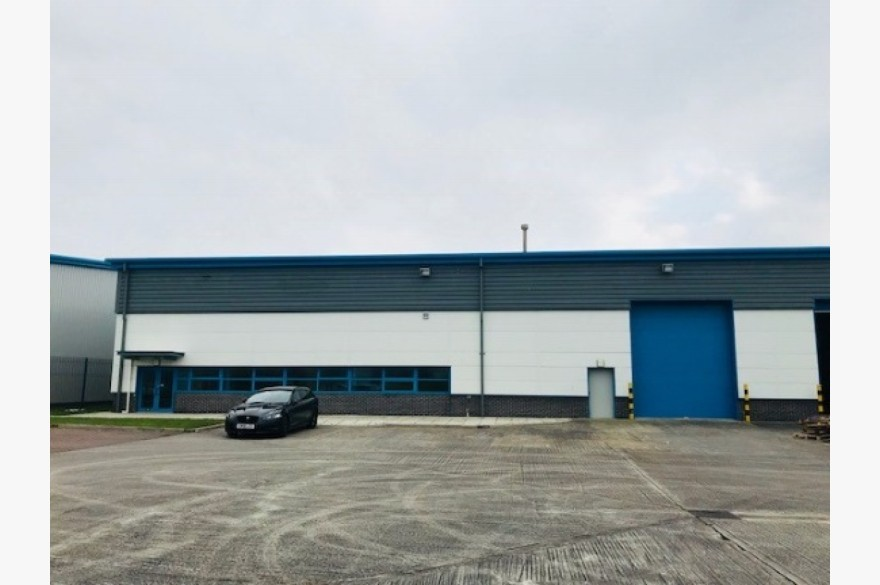 Warehouse/garage/workshop Industrial To Rent - Image 1