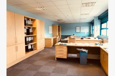 Warehouse/garage/workshop Industrial To Rent - Image 2