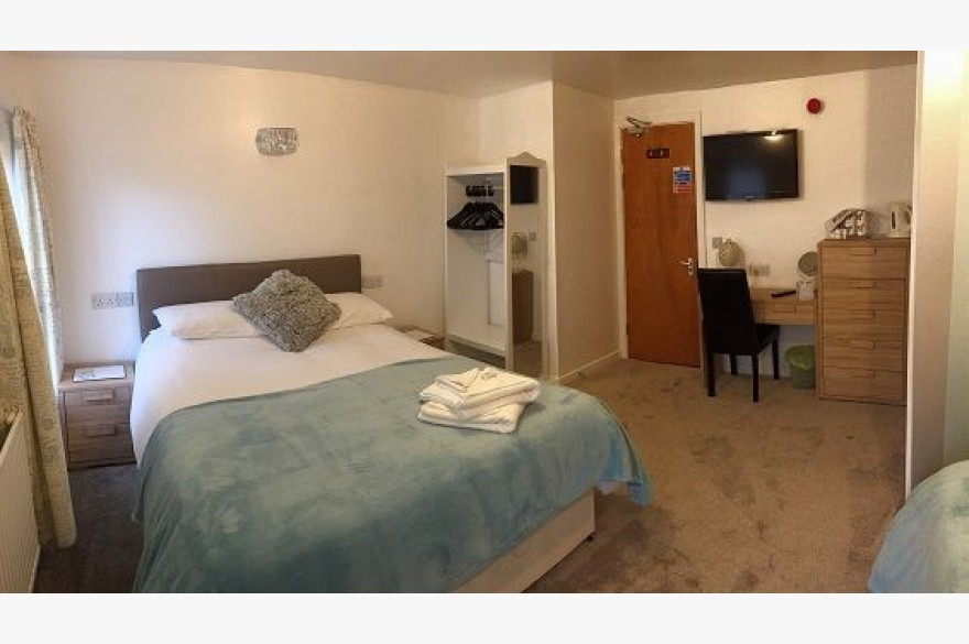 8 Bedroom Hotel For Sale - Photograph 9