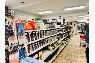 Retail For Sale - Photograph 3