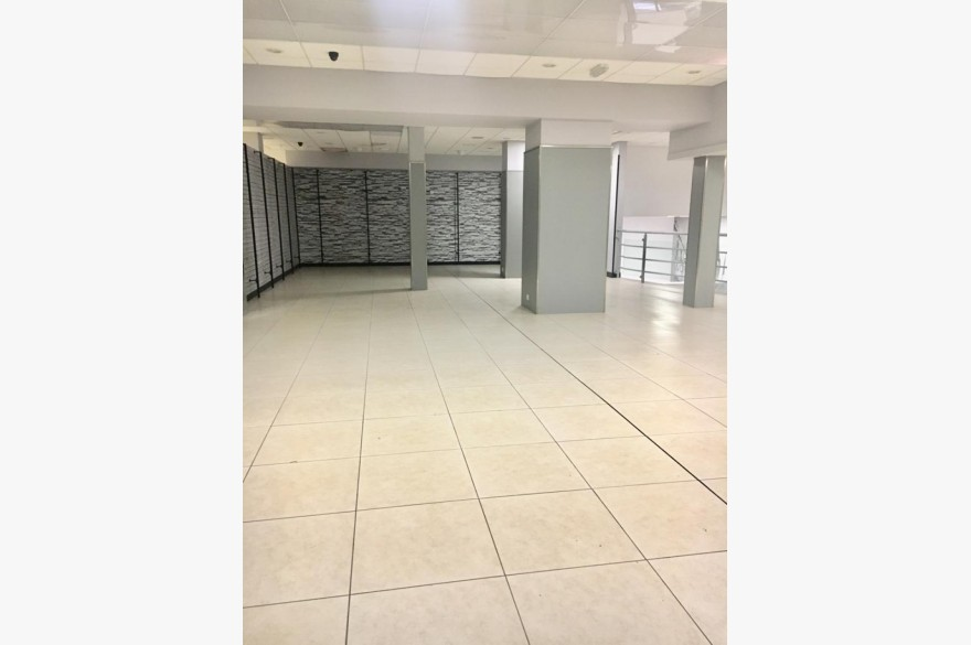 Empty Shop Retail Leasehold To Rent - Image 7
