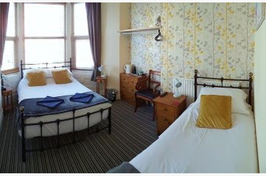 10 Bedroom Hotel For Sale - Photograph 9