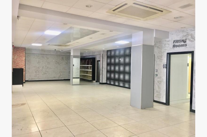 Empty Retail Premises To Rent - Photograph 4
