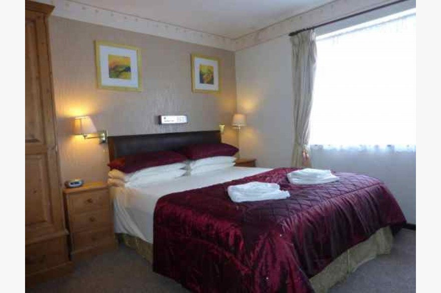16 Bedroom Hotel For Sale - Photograph 9