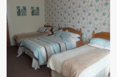 20 Bedroom Hotel For Sale - Photograph 4