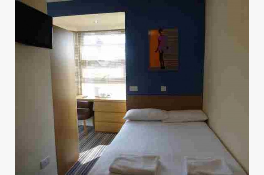 27 Bedroom Hotel For Sale - Photograph 9