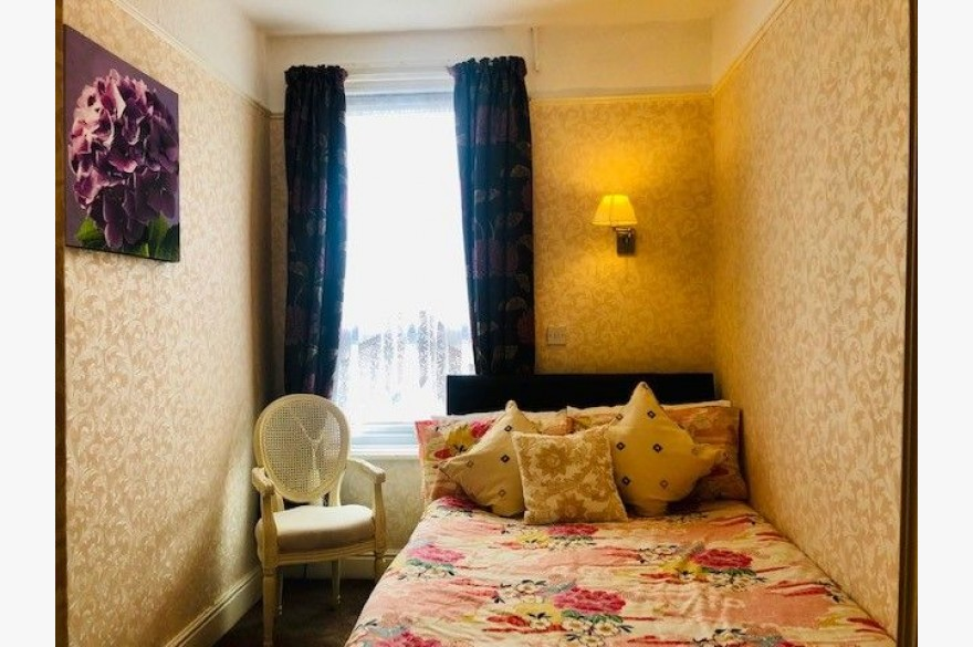10 Bedroom Hotel For Sale - Photograph 5