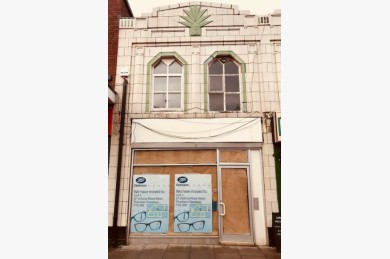 2 Bedroom Empty Shop & Flat/house Retail Leasehold To Rent - Image 1