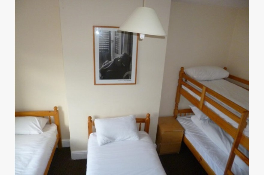 16 Bedroom Hotel Hotels Leasehold For Sale - Image 8