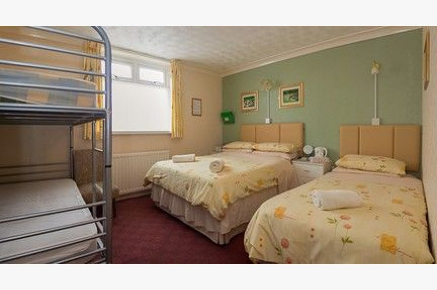 14 Bedroom Hotel For Sale - Photograph 8
